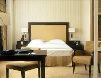Hilton_paris_hotelroom_200x154